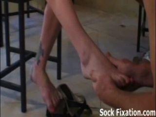 내 발가락을 빨고 내 보지 노예 소년을 핥아 라!