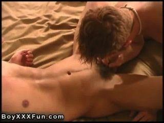 뜨거운 게이 섹스 connor 드릴 샘 진짜 거대한 딜도 라구 딜도와 함께!