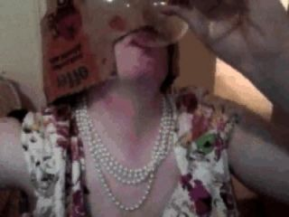 pixie woman cumpilation : 유리에서 pixie woman drinks cum, 음식에 정액을 먹는다.