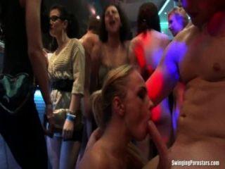 섹시한 파티 병아리 클럽 난교에서 빌어 먹을