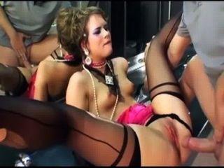 허벅지 높은 스타킹과 장갑의 매력적인 섹스