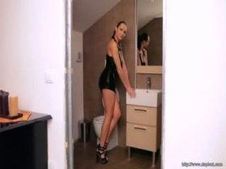 섹시한 체코 에로틱 한 모델 jennifer max는 뜨거운 엉덩이를 가지고있다.