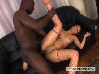 섹시한 금발 거대한 검은 수탉에 의해 엉덩이에 좆 된 bmp 3 05