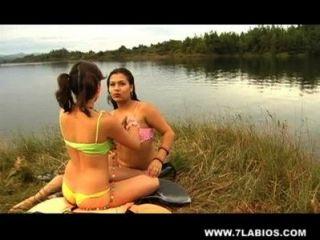 레즈비언 라틴계의 호수