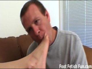 내 발바닥을 핥아서 너에게가 foot픈 보자기를 줄 수있어.