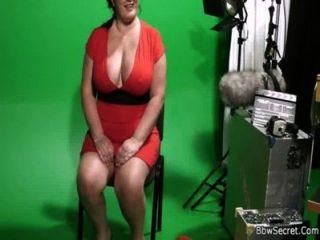 아내가 뚱뚱한 사기꾼을 체포했다.