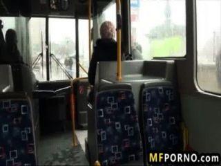 블론디는 공공 버스에서 좆 됐어 린지 올슨 1