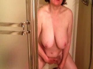 marierocks는 soooo 샤워에서 열심히 cums한다.