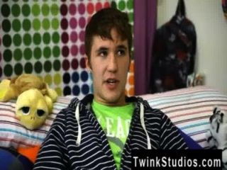 twink video kain lanning은 아이오와 출신의 어린 소년입니다.그