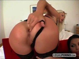 큰 가슴을 가진 섹시한 여자 2 명이 엉덩이에 큰 거시기 rmg 1 02