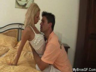 남편은 연인과 사기 친한 친구를 사로 잡는다.