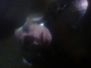 모든 사람이 볼 수있는 그녀의 거시기를 쓰다듬어 섹시한 tranny