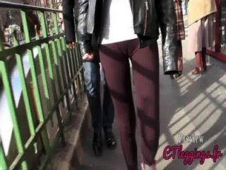 거리 cameltoe, 레깅스의 소녀