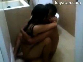 욕실 안에 핀 섹스 커플 섹스
