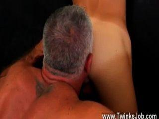 섹시하고 근육질의 큰 덩어리 인 동성애 영화