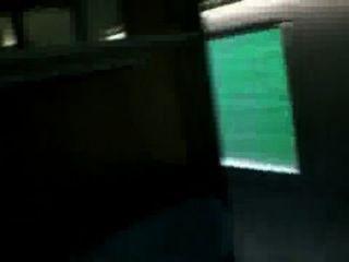 섹시한 여자 친구가 기차에서 욕실 섹스를했다.