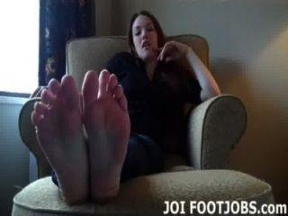 내 발가락을 너무 빨아 먹기를 바래.