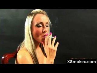 뜨거운 미친 놀라운 흡연의 천국이