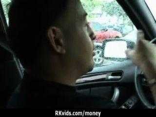 매춘부는 섹스 25를 지불하고 테이프를 얻는다.
