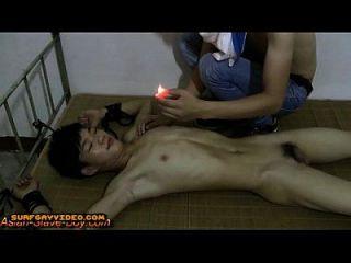 귀여운 슬림 아시아 소년 노예 뜨거운 통증 왁스