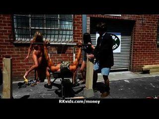 매춘부는 섹스 29를 지불하고 테이프를 얻는다.