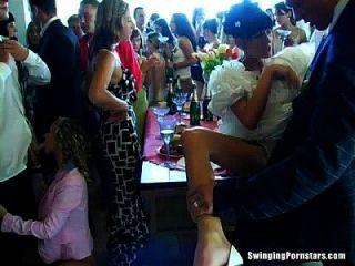 결혼식 창녀가 공개적으로 망할거야.