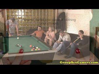 뜨거운 암캐와 함께 유럽 bukkake 섹스 게임