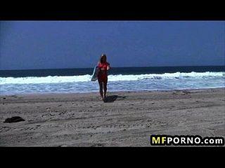 금발의 해변 자기 자신을 태양에 adriana sephora 1