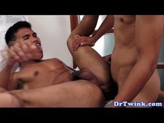 아시아 환자는 엉덩이 의사에 의해 처리 되 고