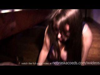 젖은 tshirt 콘테스트 파티 소녀의 장면 뒤에 진짜 멋진 여자 야.