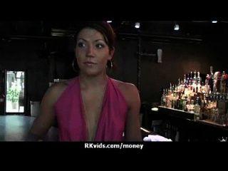 매춘부는 섹스 21을 위해 돈을 받고 테이프를 얻는다.