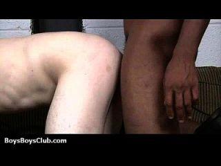 근육 흑인 친구들이 게이 백인 남자들 07