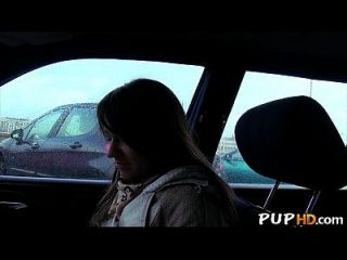 뜨거운 여자가 차에 돈 2를 망 쳤어.