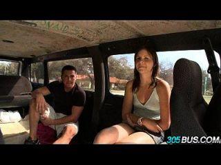 사춘기 아기 jizzelle ryder는 버스 21에 성교한다