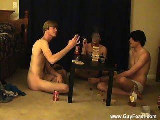 섹시한 게이 섹스는 당신을 좋아하는 도촬 유형의 긴 비디오입니다.