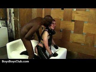 검은 동성애 남자가 백인들에게 굴욕을 주다.