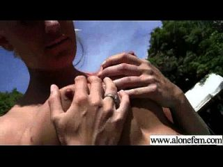 섹스 비디오로 자위하는 소녀 04