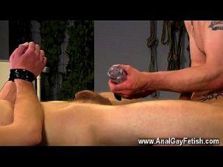 게이 orgy aiden 도이 영화에서 처벌을 많이 받고, 그의 데