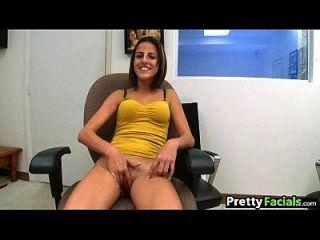 초보 아마추어 여자는 포르노를 시도하고 얼굴을 얻는다 1.1