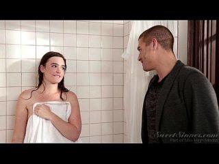 여동생 남자 친구가 자매 언니 샤워