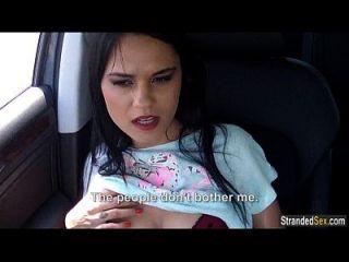십대 유로 베이비 젤다 차 안에서 그녀의 엉덩이에 뜨거운 정액을 가져옵니다.