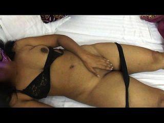 모나바비, 섹시한 인도 아늑한 섹시한 란제리 삭제