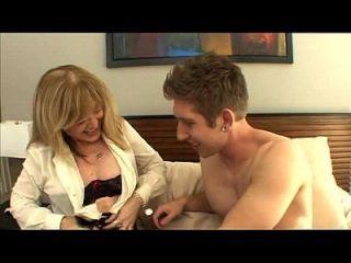 조카는 그의 아줌마 nina hartley를 footjobs tube.com에 더 많은 성교한다