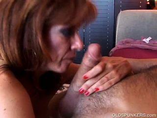 섹시한 옛 spunker는 섹스 cumshots 끈적 끈적하고 사랑한다.