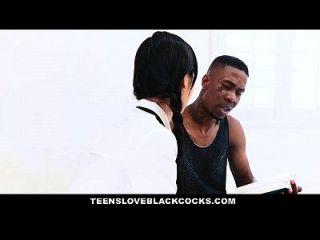 teensloveblackcocks japanese tutor는 커다란 검은 색 수탉에 의해 훈련을받습니다.