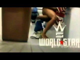 환영 2 세계 스타. 그녀의 가장 친한 친구 빌어 먹을 냄새 쇼핑몰 욕실 smh!