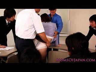 성숙한 일본 털이 많은 진절머리 나는 엉덩이