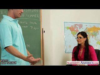 작은 titted 교사 인도 여름 씨발 그녀의 젊은 학생