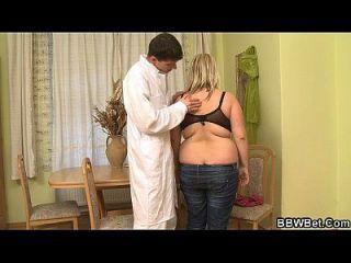 가슴이 뚱뚱한 여학생 뜨거운 섹스