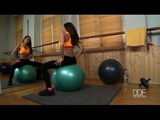 러시아어 휘트니스 베이비 체육관에서 자신을 섹스